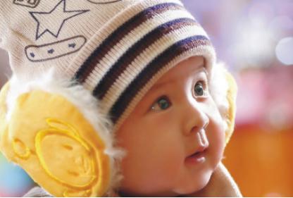 含有乳铁蛋白的伊利金领冠睿护草饲,给宝宝带来强大保护力